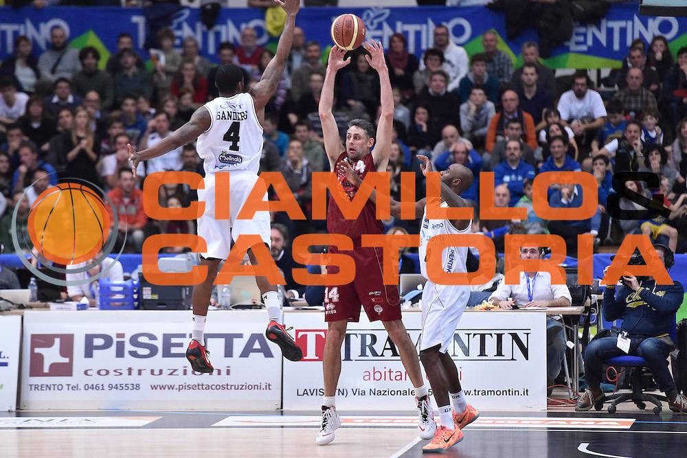 DESCRIZIONE : Campionato 2014/15 Serie A Beko Dolomiti Energia Aquila Trento - Umana Reyer Venezia<br /> GIOCATORE : Tomas Ress<br /> CATEGORIA : Passaggio Controcampo<br /> SQUADRA : Umana Reyer Venezia<br /> EVENTO : LegaBasket Serie A Beko 2014/2015<br /> GARA : Dolomiti Energia Aquila Trento - Umana Reyer Venezia<br /> DATA : 26/12/2014<br /> SPORT : Pallacanestro <br /> AUTORE : Agenzia Ciamillo-Castoria/GiulioCiamillo<br /> Galleria : LegaBasket Serie A Beko 2014/2015