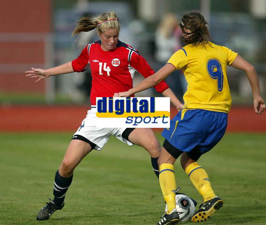 Fotball<br /> Landskamp J15/16 &aring;r<br /> Tidenes f&oslash;rste landskamp for dette alderstrinnet<br /> Sverige v Norge 1-3<br /> Steungsund<br /> 11.10.2006<br /> Foto: Anders Hoven, Digitalsport<br /> <br /> Christine Br&oslash;nsten - Bamble / Norge