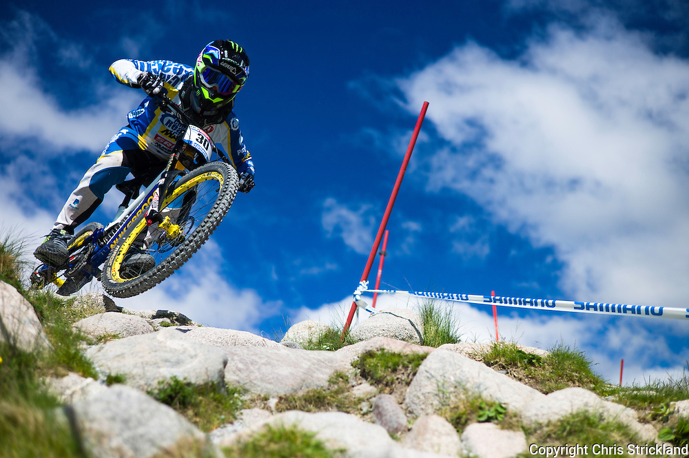 Nevis Range, Fort William, Scotland, UK. 3rd June 2016. Samuel Hill of Australia in action. The worlds leading mountain bikers descend on Fort William for the UCI World Cup on Nevis Range. © Chris Strickland / Alamy Live News