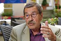 22 AUG 2005, BERLIN/GERMANY:<br /> Guenter Grass, Autor und Literaturnobelpreistraeger, waehrend einem Interview, Hotel Albrechtshof<br /> Guenter Grass, Author and Nobel price winner, during an interview<br /> IMAGE: 20050822-02-020<br /> KEYWORDS: Günter Grass, Schriftsteller, writer