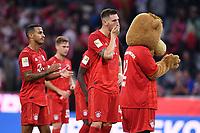 Fussball  1. Bundesliga  Saison 2019/2020  1. Spieltag  FC Bayern Muenchen - Hertha BSC Berlin       16.08.2019 Enttauschung FC Bayern Muenchen; Thiago Alcantara, Niklas Suele und Maskottchen Berni (v.li.)