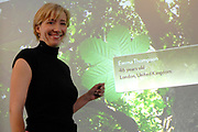 The academy award winning actress and screenplay writer Emma Thompson officially launched the Anne Frank House's new 'Anne Frank Tree' website today (www.annefranktree.com). The website, in six different languages, offers people around the world a platform to express their affinity with Anne Frank. Emma Thompson placed the first leaf with her name in the virtual tree. <br /> <br /> <br /> <br /> De Britse actrice en scenarioschrijfster Emma Thompson heeft op woensdag 1 februari in het Anne Frank Huis de website 'Anne Frank Boom' (www.annefranktree.com) gelanceerd. De website is zestalig en biedt mensen wereldwijd een platform om uitdrukking te geven aan hun verbondenheid met Anne Frank en haar gedachtegoed. Emma Thompson liet als eerste een blaadje met haar naam in de virtuele boom achter.