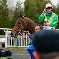 Mossy's Lodge - William Carson winners lead in<br /> The £10 Free At 32Red.com Median Auction Maiden Fillies´ Stakes<br /> Lingfield Park<br /> 17/2/16.<br /> ©Cranhamphoto.com
