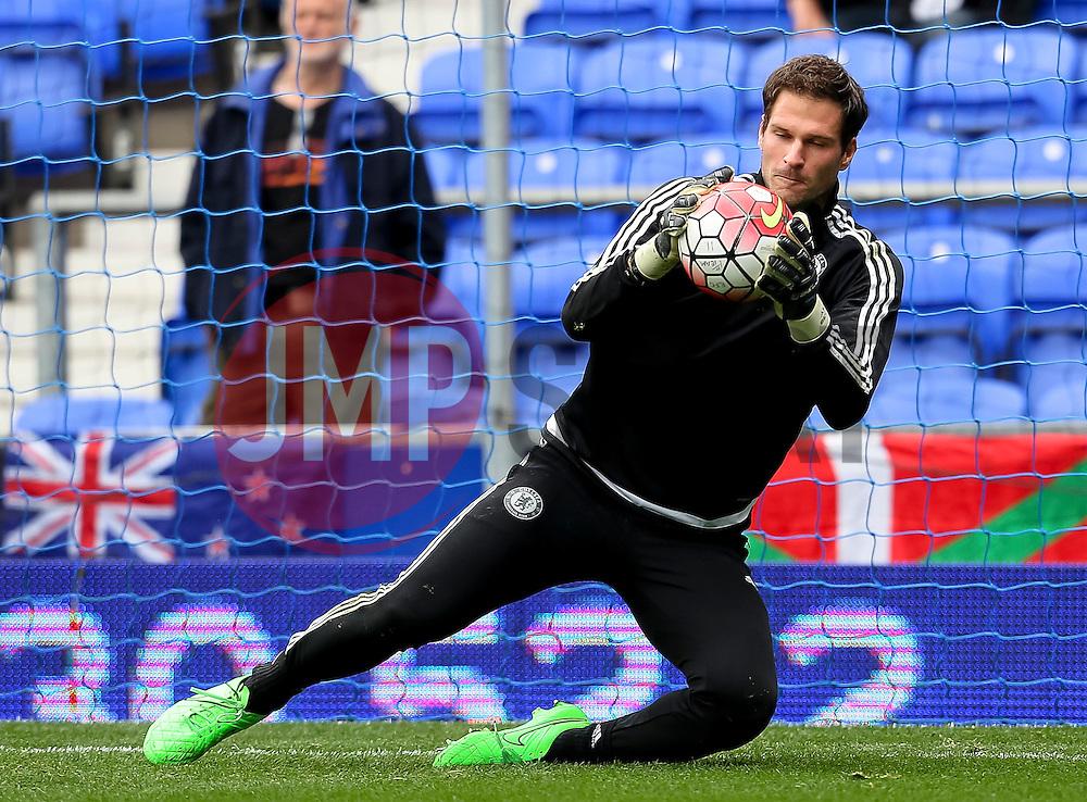 Asmir Begovic of Chelsea warms up - Mandatory byline: Matt McNulty/JMP - 07966386802 - 12/09/2015 - FOOTBALL - Goodison Park -Everton,England - Everton v Chelsea - Barclays Premier League