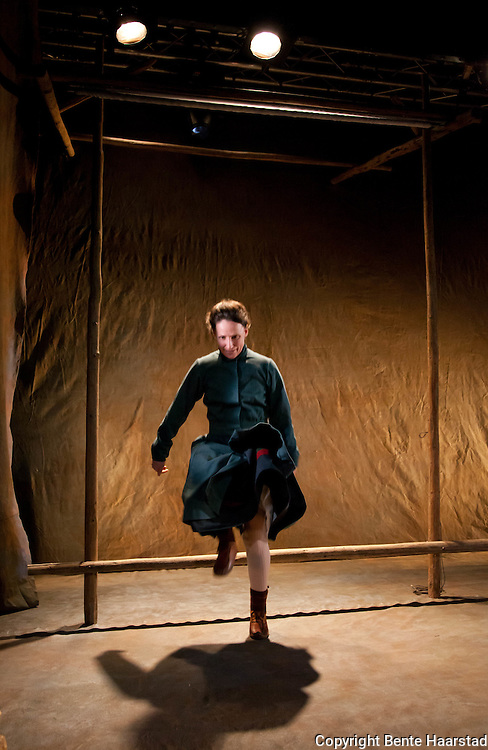 Cecilia Persson som Elsa Laula i &quot;Elsa Laula - Samekvinnen som sprengte grenser&quot;, &Aring;arjelhsamien Teatere/Sydsamisk Teater og Nord-Tr&oslash;ndelag Teater.<br /> Theater about Elsa Laula a woman of the South Sami group who struggled for sami rights.