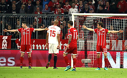 11.04.2018, Allianz Arena, Muenchen, GER, UEFA CL, FC Bayern Muenchen vs Sevilla FC, Viertelfinale, R&uuml;ckspiel, im Bild Norbert Lewandowski und Thomas M&uuml;ller machen das Tor dicht, in der Mitte stehen Steven N'Zonzi und James Rodriguez // during the UEFA Champions League Quarterfinal, 2nd leg Match between FC Bayern Muenchen vs Sevilla FC at the Allianz Arena in Muenchen, Germany on 2018/04/11. EXPA Pictures &copy; 2018, PhotoCredit: EXPA/ SM<br /> <br /> *****ATTENTION - OUT of GER*****