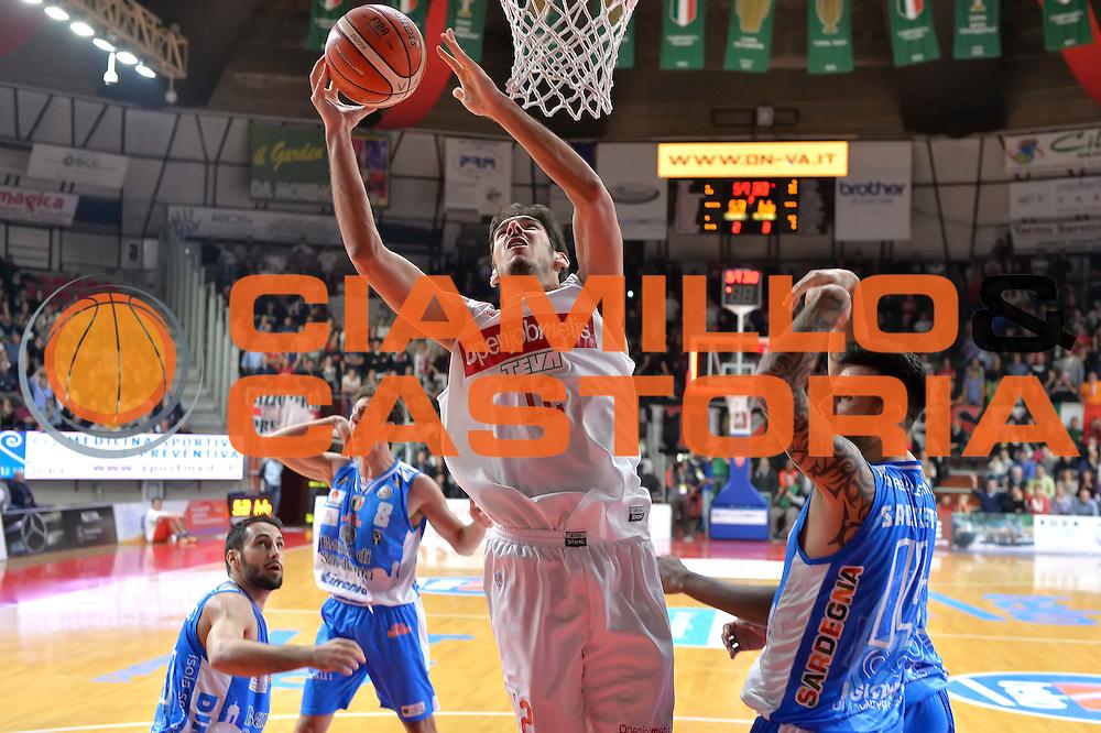 DESCRIZIONE : Varese, Lega A 2015-16 Openjobmetis Varese Dinamo Banco di Sardegna Sassari<br /> GIOCATORE : Luca Campani<br /> CATEGORIA : Tiro <br /> SQUADRA : Openjobmetis Varese<br /> EVENTO : Campionato Lega A 2015-2016<br /> GARA : Openjobmetis Varese vs Dinamo Banco di Sardegna Sassari<br /> DATA : 26/10/2015<br /> SPORT : Pallacanestro <br /> AUTORE : Agenzia Ciamillo-Castoria/I.Mancini<br /> Galleria : Lega Basket A 2015-2016 <br /> Fotonotizia : Varese  Lega A 2015-16 Openjobmetis Varese Dinamo Banco di Sardegna Sassari<br /> Predefinita :