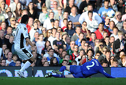 23.10.2011, Craven Cottage, London, ENG, PL, FC Fulham vs FC Everton, im Bild Fulham's Bryan Ruiz scores the equaliser // during the Premier League match between FC Fulham vs FC Everton, at Craven Cottage stadium, London, United Kingdom on 23/10/2011. EXPA Pictures © 2011, PhotoCredit: EXPA/ Propaganda Photo/ Chris Brunskill +++++ ATTENTION - OUT OF ENGLAND/GBR+++++