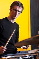 Frá æfingu jazztríó Árna Heiðars (vinnuheiti DIM 41). Matthías Hemstock við Trommurnar.