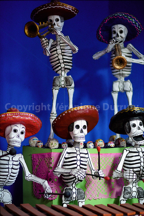 Papers sculptures, traditional characters iof the Mexican dead festival