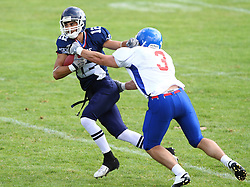 27.07.2010, Wetzlar Stadion, Wetzlar, GER, Football EM 2010, Team France vs Team Great Britain, im Bild Paul Durand, (Team France, QB, #12) versucht Tom Barker, (Team Great Britain, LB, #3) zu entkommen,  EXPA Pictures © 2010, PhotoCredit: EXPA/ T. Haumer