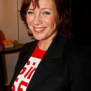 NLD/Hilversum/20100121 - Benefietactie voor het door een aardbeving getroffen Haiti, Myrna Goossen