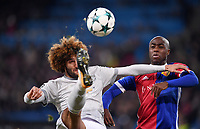 FUSSBALL CHAMPIONS LEAGUE SAISON 2017/2018 GRUPPENPHASE FC Basel - Manchester United FC          22.11.2017 Marouane Fellaini (li, Manchester United FC) mit Ball gegen Eder Balanta (re, FC Basel)