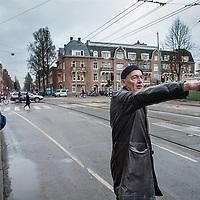 Nederland, Amsterdam, 17 februari 2017.<br /> De Nedelandse architect Rem Koolhaas bekijkt en beschrijft de verkeersader die door de Lairessestraat loopt.<br /> Links Willem van Lynden, oprichter MediaMaze, een bedrijf bestaande uit specialisten bij uitstek gekwalificeerd om particulieren en bedrijven te helpen hun online reputatie te beschermen of te herstellen.<br /> <br /> <br /> <br /> Foto: Jean-Pierre Jans