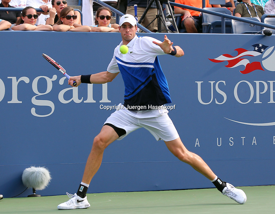 US Open 2013, USTA Billie Jean King National Tennis Center, Flushing Meadows, New York,<br /> ITF Grand Slam Tennis Tournament .<br /> John Isner (USA),Aktion,Einzelbild,<br /> Ganzkoerper,Querformat