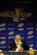 Chuck Blazer, Secretario General de CONCACAF  y del comité general de FIFA, en conferencia de prensa, en el estadio Rose Bowl, Pasadena, California, hoy sabado 25 de junio de 2011. Blazer habló de los posibles resultados amañados por las apuestas en los partidos de Copa Oro 2011. Foto IL: Wilton CASTILLO