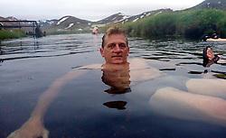 05-07-2014 NED: Iceland Diabetes Challenge dag 1, Landmannalaugar <br /> Vandaag ging de challenge van start. Met een bus gingen we van Vogar naar Landmannalaugar en zagen we de eerste tekenen van het prachtige landschap van IJsland / Ronald