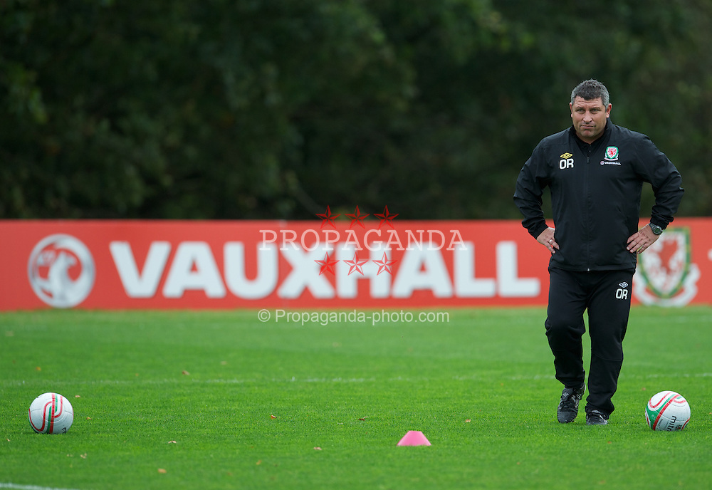 CARDIFF, WALES - Tuesday, October 4, 2011: Wales' coach Osian Roberts during a training session at the Vale of Glamorgan Hotel ahead of the UEFA Euro 2012 Qualifying Group G match against Switzerland. (Pic by David Rawcliffe/Propaganda)