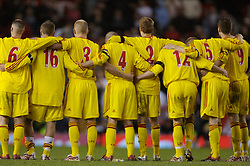 Manchester, England - Thursday, April 26, 2007: Liverpool's players link arms as they watch the penalty shoot-out to decide the FA Youth Cup Final 2nd Leg at Old Trafford. (Pic by David Rawcliffe/Propaganda)