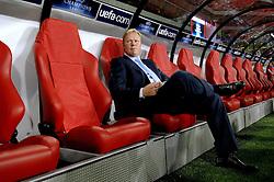 12-09-2006 VOETBAL: CHAMPIONS LEAGUE: PSV - LIVERPOOL: EINDHOVEN<br /> PSV en Liverpool eindigt zoals ze begonnen zijn 0-0 / Ronald Koeman<br /> ©2006-WWW.FOTOHOOGENDOORN.NL