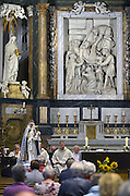 Nederland, Wijchen, 15-8-2015Vanwege het slechte weer werd de Mariaprocessie buiten de kerk afgelast en vond een dienst met Maria als middelpunt plaats in de St Antonius abt kerk.FOTO: FLIP FRANSSEN/ HOLLANDSE HOOGTE