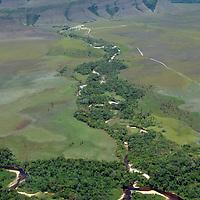 Vista de Kavac desde la avioneta rumbo a Kamarata. Edo. Bolivar. Venezuela. View from the plane of Kavac. Edo. Bolivar. Febrero 23, 2013. Jimmy Villalta.