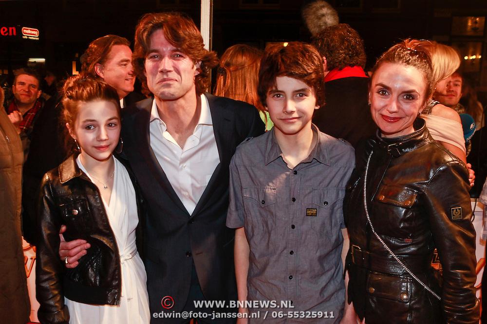 NLD/Amsterdam/20110308 - Premiere film Gooische Vrouwen, Daniel Boissevain, partner Vanessa Henneman en kinderen