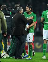 FUSSBALL   1. BUNDESLIGA   SAISON 2011/2012    12. SPIELTAG SV Werder Bremen - 1. FC Koeln                              05.11.2011 Klaus ALLOFS (li) und Claudio PIZARRO (re, beide Bremen) freuen sich nach dem Abpfiff