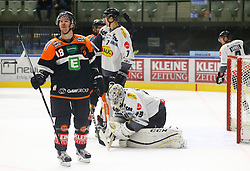 13.11.2016, Merkur Eisarena, Graz, AUT, EBEL, Moser Medical Graz 99ers vs Dornbirner Eishockey Club, 18. Runde, im Bild Ken Ograjensek (#18, Moser Medical Graz 99ers), Corin Konradsheim (#7, Dornbirner Eishockey Club) und Florian Hardy (#49, Dornbirner Eishockey Club) // during the Erste Bank Icehockey League 18th Round match between Moser Medical Graz 99ers and Dornbirner Eishockey Club at the Merkur Ice Arena, Graz, Austria on 2016/11/13, EXPA Pictures © 2016, PhotoCredit: EXPA/ Erwin Scheriau