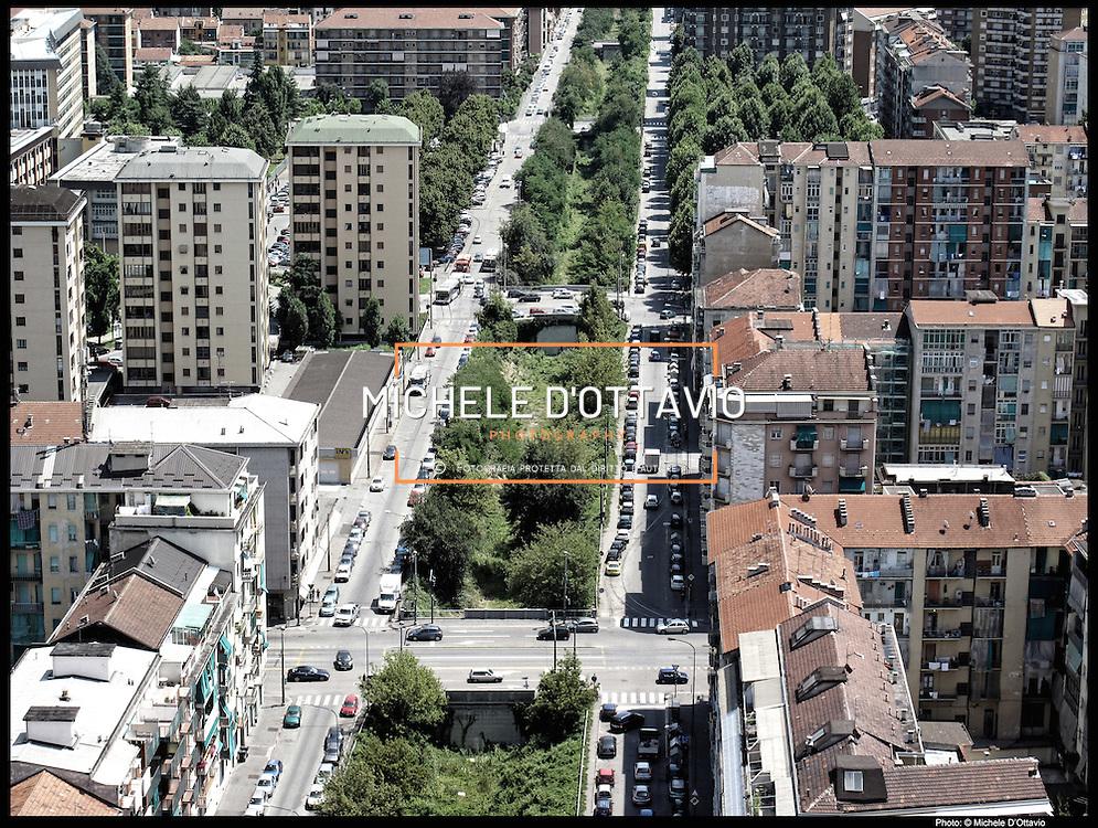 Nella foto:  Trincerone di via Sempione- Gottardo.. Reportage fotografico aereo di bassa quota per l'importante progetto di trasformazione urbana Variante n. 200 al P.R.G. inerente la Linea 2 Metropolitana e Quadrante Nord-Est di Torino: Barriera di Milano, Rebaudengo, Falchera, Regio Parco, Barca e Bertolla.