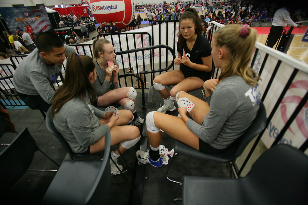 GJNC - July 2018 - Detroit, MI - General scenes - friends play cards while waiting for their turn to play  - Photo by Wally Nell/Volleyball USA