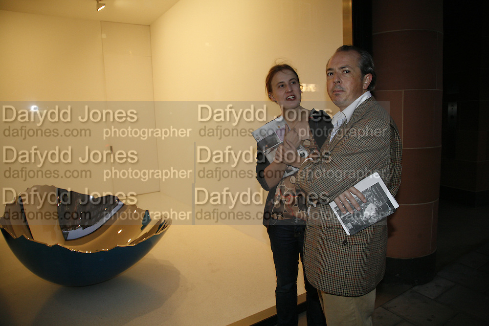 Daisy Jellicoe and Adrian Dannatt, Jeff Koons exhibition opening. Gagosian Gallery. Davies st. London. 13 October 2006. ONE TIME USE ONLY - DO NOT ARCHIVE  © Copyright Photograph by Dafydd Jones 66 Stockwell Park Rd. London SW9 0DA Tel 020 7733 0108 www.dafjones.com
