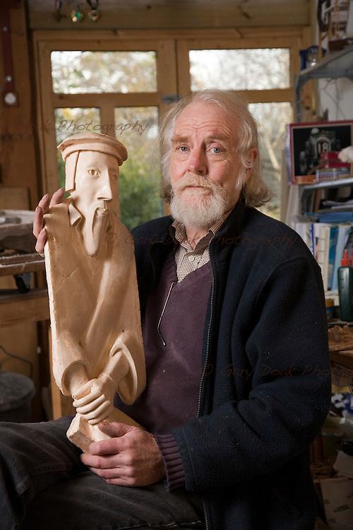 Sculptor, Allan Ross.12 Nov 2008..Picture by Gary Doak....