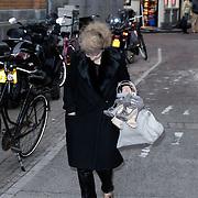 NLD/Amsterdam/20120411 - Cosmopolitan bestaat 30 jaar, Victoria Koblenko arriveert maar wil weer eens niet poseren, moeilijk karakter