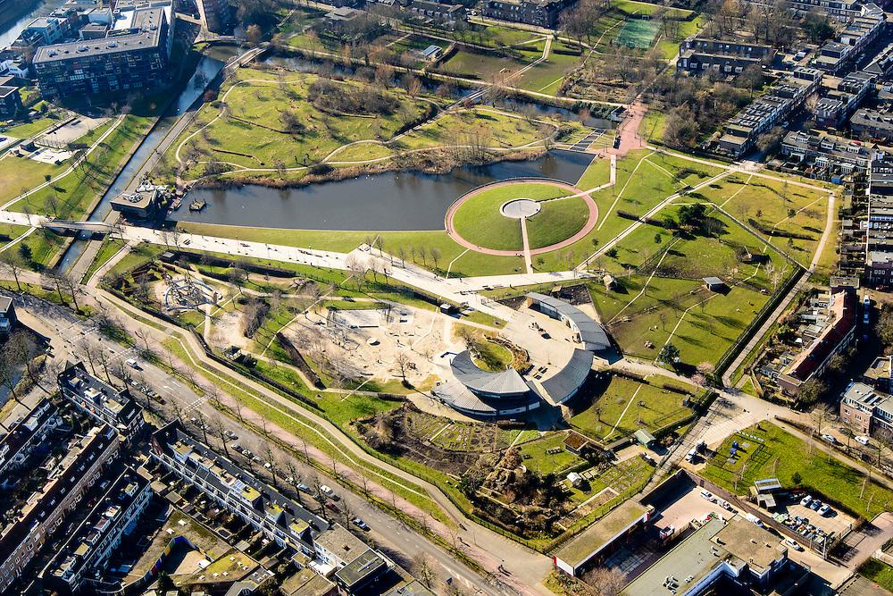 Nederland, Utrecht, 18-02-2015; stadspark Griftpark. Op deze lokatie stond de Gemeentelijke Gasfabriek, de ernstig verontreinigende grond is gesanerd. <br /> Park Griftpark. Former site of the municipal gasworks.<br /> luchtfoto (toeslag op standard tarieven);<br /> aerial photo (additional fee required);<br /> copyright foto/photo Siebe Swart