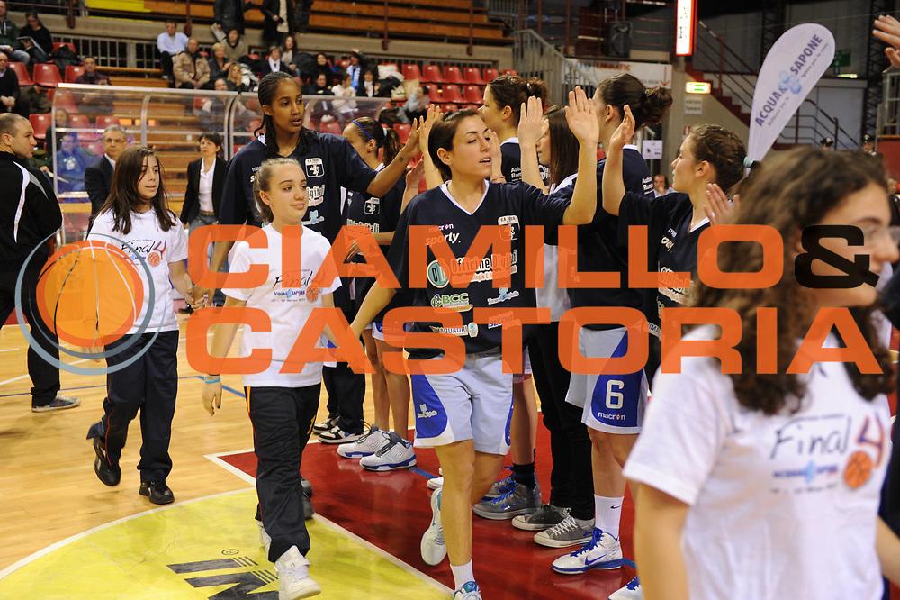 DESCRIZIONE : Perugia Lega A1 Femminile 2010-11 Coppa Italia Semifinale Officine Digitali Faenza Famila Schio<br /> GIOCATORE : Presentazione Squadre con Bambini Magliette Sponsor<br /> SQUADRA : Officine Digitali Faenza Famila Schio<br /> EVENTO : Campionato Lega A1 Femminile 2010-2011 <br /> GARA : Officine Digitali Faenza Famila Schio<br /> DATA : 12/03/2011 <br /> CATEGORIA :<br /> SPORT : Pallacanestro <br /> AUTORE : Agenzia Ciamillo-Castoria/M.Marchi<br /> Galleria : Lega Basket Femminile 2010-2011 <br /> Fotonotizia : Perugia Lega A1 Femminile 2010-11 Coppa Italia Semifinale Officine Digitali Faenza Famila Schio<br /> Predefinita :