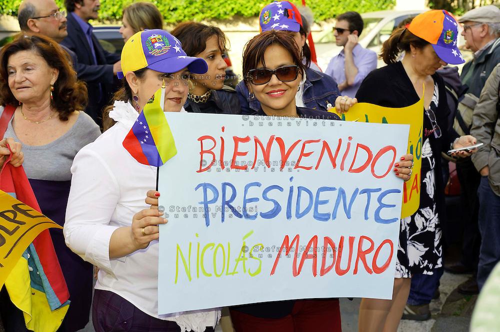 Roma 17 Aprile 2013.Manifestazione di solidarietà al nuovo presidente del Venezuela Maduro, davanti all'Ambasciata del Venezuela, contro i tentativi di colpo di stato,indetta da Rete No War, Ass. Italia-Cuba Roma, Amici Mezzaluna Rossa Palestinese.
