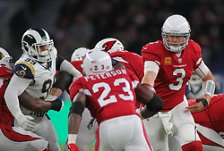 LONDON, ENGLAND - OCTOBER 22: Arizona Cardinals quarterback Carson Palmer (3) hands off to Arizona Cardinals running back Adrian Peterson (23) during the NFL match between the Arizona Cardinals and the Los Angeles Rams at Twickenham Stadium on October 22, 2017 in London, United Kingdom. (Photo by Mitchell Gunn/ESPA-Images)