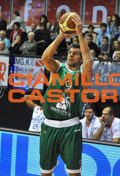 DESCRIZIONE : Biella Lega A 2012-13  Angelico Biella Montepaschi Siena<br /> GIOCATORE : Marco Carraretto<br /> SQUADRA : Montepaschi Siena <br /> EVENTO : Campionato Lega A 2012-2013 <br /> GARA : Angelico Biella Montepaschi Siena <br /> DATA : 29/10/2012<br /> CATEGORIA : Tiro<br /> SPORT : Pallacanestro <br /> AUTORE : Agenzia Ciamillo-Castoria/ L.Goria<br /> Galleria : Lega Basket A 2012-2013 <br /> Fotonotizia : Biella Lega A 2011-12  Angelico Biella Montepaschi Siena <br /> Predefinita