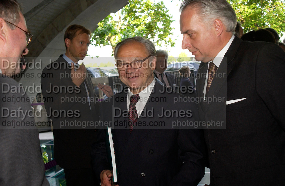 Hubert Burda and Prof Dr. Martin Roth . The opening of ' Princely Spendour: The Dresden Court 1580-1620' The Gilbert Collection, Somerset House. London. 8 June 2005. ONE TIME USE ONLY - DO NOT ARCHIVE  © Copyright Photograph by Dafydd Jones 66 Stockwell Park Rd. London SW9 0DA Tel 020 7733 0108 www.dafjones.com