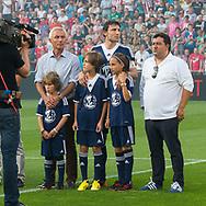 EINDHOVEN, afscheid Mark van Bommel, PSV - Team Bommel, seizoen 2013-2014, 18-07-2013, Philips Stadion, Mark van Bommel met zijn kinderen en zijn schoonvader Bert van Marwijk.