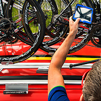 Frankrijk, Mont-Saint-Michel, 02-07-2016<br /> Wielrennen, Tour de France, 1e etappe.<br /> Van Mont-Saint-Michel naar Utah Beach.<br /> Officials van de UCI controleren met een tablet voor de start de fietsen van de belgische Lott-Soudal ploeg op mechanische doping.<br /> Foto: Klaas Jan van der Weij