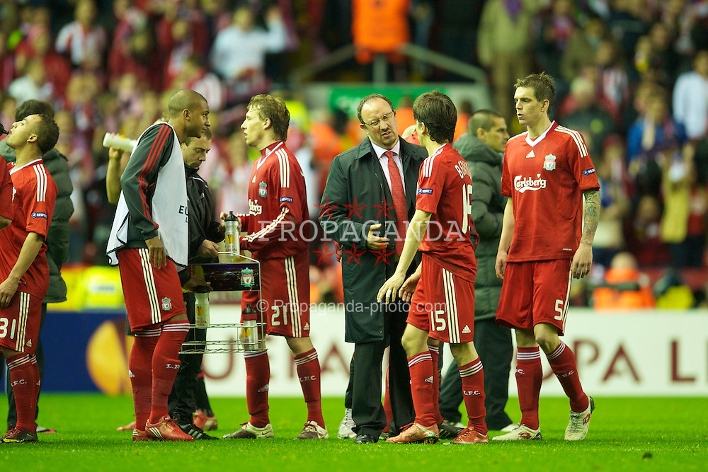 LIVERPOOL, ENGLAND - Thursday, April 29, 2010: Liverpool's manager Rafael Benitez encourages Yossi Benayoun at half time of Extra Tima during the UEFA Europa League Semi-Final 2nd Leg match against Club Atletico de Madrid at Anfield. (Photo by: David Rawcliffe/Propaganda)
