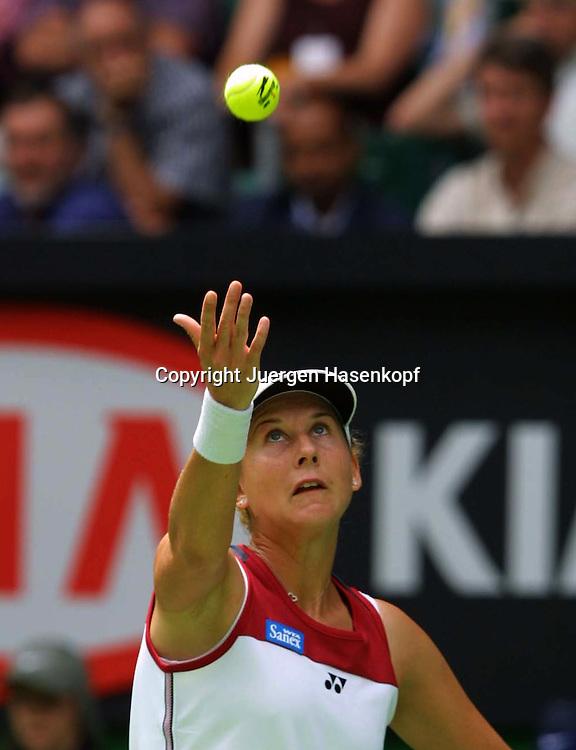 Sport,Tennis,Australian Open 2002,Grand Slam Turnier,Melbourne,.Monica Seles(USA),Aktion,action,<br /> Ballwurf,Service,Aufschlag,.Halbkoerper,Hochformat,