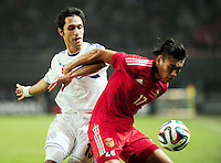 Zhang Chengdong of China, front, challenges David Mendoza of Paraguay during a friendly football match in Changsha city, central China's Hunan province, 14 October 2014.<br /> <br /> Paraguay's dismal run of form continued as they suffered a 2-1 friendly defeat to China on Tuesday (14 October 2014). The South American nation, who came into the game having won two of their previous 13 fixtures, fell short in their bid to pull off a late comeback at Changsha's Helong Stadium. In contrast to their opponents, China have now lost just two of their last 16 matches as they continue to build towards next year's AFC Asian Cup in Australia.
