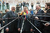 """15 MAY 2012, BERLIN/GERMANY:<br /> Frank-Walter Steinmeier (L), SPD Fraktionsvorsitzender, Sigmar Gabriel (M), SPD Parteivorsitzender, Peer Steinbrueck (R), SPD, Bundesminister a.D., beantworten nach der Pressekonferenz zum Thema """" Der Weg aus der Krise – Wachstum und Beschäftigung in Europa"""" noch weitere Fragen von Journalisten, Bundespressekonferenz<br /> IMAGE: 20120515-01-085<br /> KEYWORDS: Peer Steinbrück, Mikrofon, microphone"""