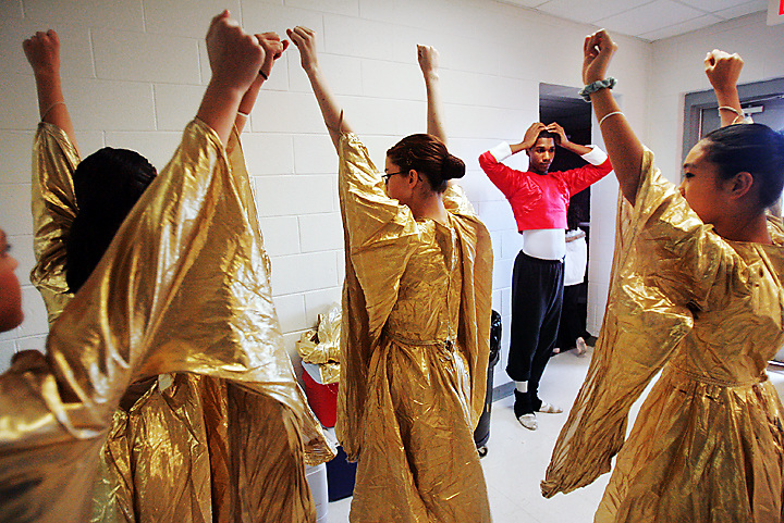 "galmh ""Nutcracker""--Columbia City Ballet dancer Maurice Johnson helps dancers Michelle Genaro, Kelly Zeidner, Lindsey Alsip and Alex Barnaba prepare for rehearsal in Clover. Johnson goes out to communities to help the local dancers prepare for their big chance."