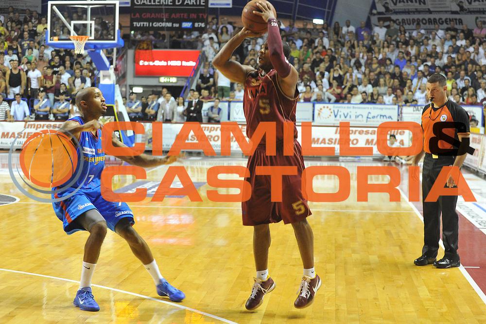 DESCRIZIONE : Venezia Lega Basket A2 2010-11 Playoff Finale Gara 4 Umana Reyer Fastweb Casale Monferrato<br /> GIOCATORE : Ketdren Clark<br /> CATEGORIA : Tiro Three points<br /> SQUADRA : Umana Reyer Fastweb Casale Monferrarto<br /> EVENTO : Campionato Lega A2 2010-2011<br /> GARA : Umana Reyer Venezia Fastweb Casale Monferrato<br /> DATA : 19/06/2011<br /> SPORT : Pallacanestro <br /> AUTORE : Agenzia Ciamillo-Castoria/M.Gregolin<br /> Galleria : Lega Basket A2 2010-2011 <br /> Fotonotizia : Venezia Lega Basket A2 2010-11 Playoff Finale Gara 4 Umana Reyer Venezia Fastweb Casale Monferrato<br /> Predefinita :