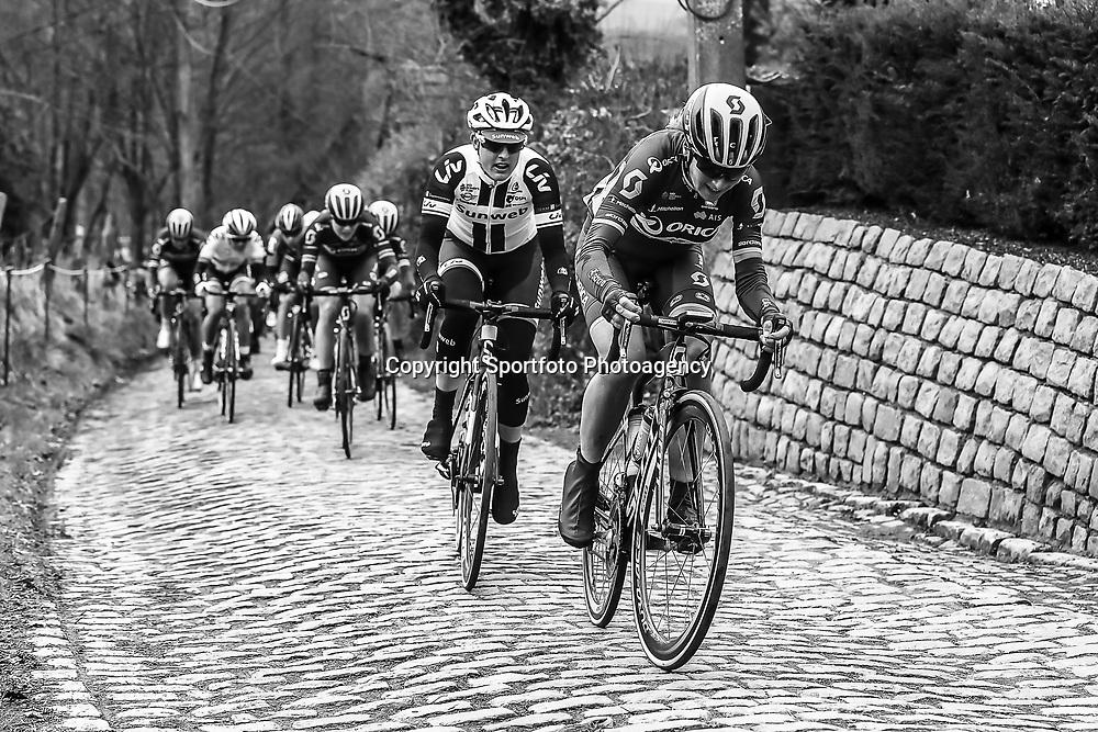 25-02-2017: Wielrennen: Omloop Het Nieuwsblad: Gent  <br /> GENT (BEL) wielrennen<br /> Annemiek van Vleuten met Lucinda Brand op de Molenberg