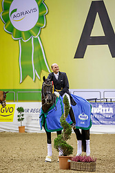 BOUTEN Matthias (GER), Meggle's Boston<br /> Oldenburg - AGRAVIS Cup 2019<br /> Siegerehrung<br /> MEGGLE Preis<br /> CDI4* - Int. Dressurprüfung <br /> Grand Prix Kür<br /> 03. November 2019<br /> © www.sportfotos-lafrentz.de/Stefan Lafrentz
